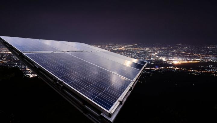 Ilustração de painel anti-solar para gerar energia durante a noite