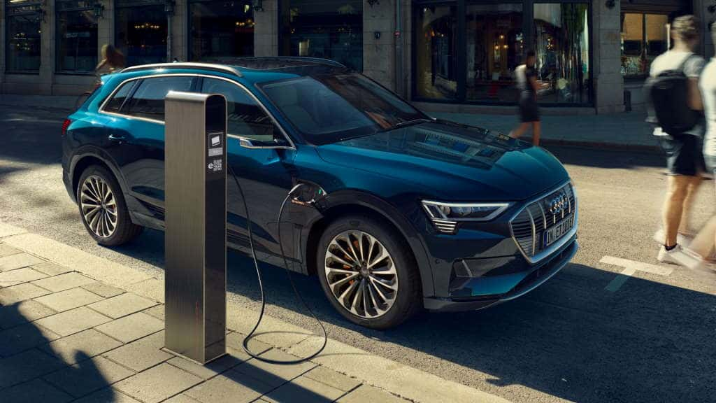 Someone screwed up! Audi e-Tron asks to have engine oil changed ...