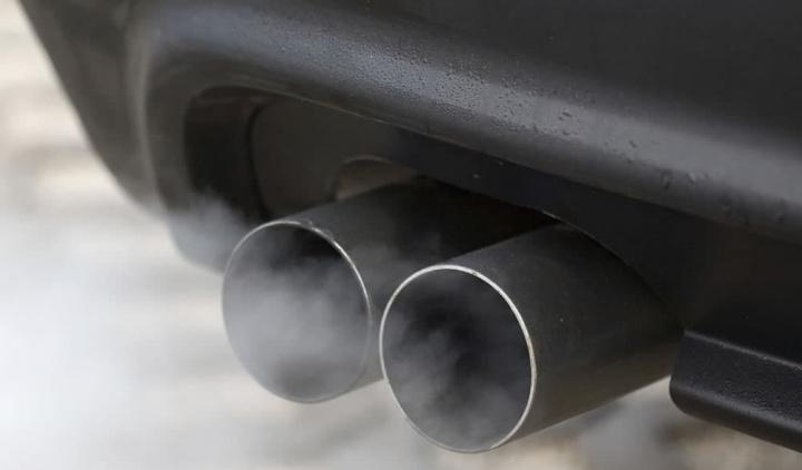 Imagem escape com emissões de NOx
