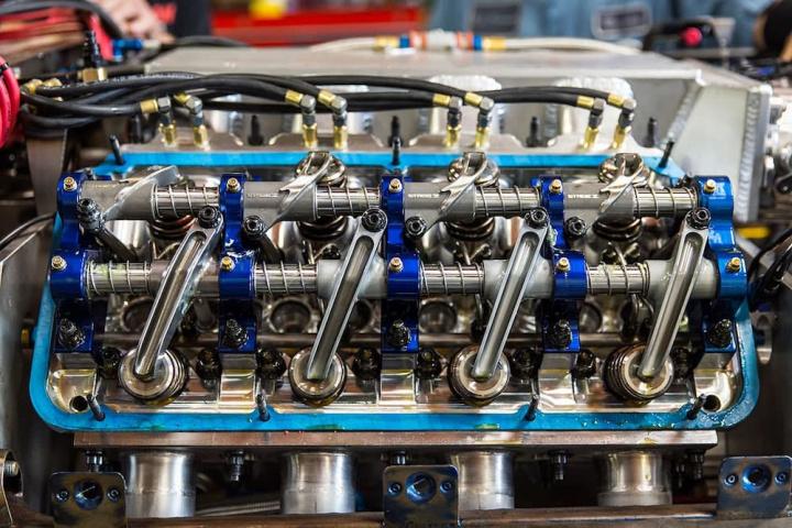 Imagem interior de motor com emissões de NOx que serão tratadas com hidrogénio