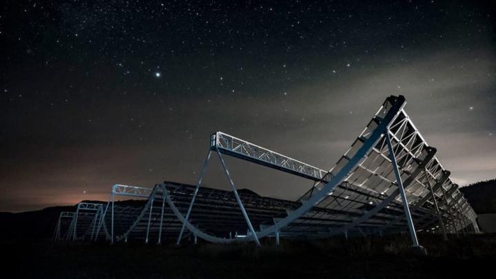 Imagem teslescópios que detetam as rajadas rápidas de rádio vindas do universo, de galáxias distantes