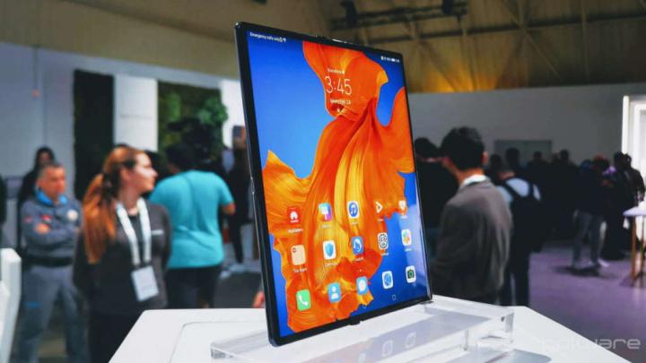 Huawei poderá ter também o seu flip phone com ecrã dobrável