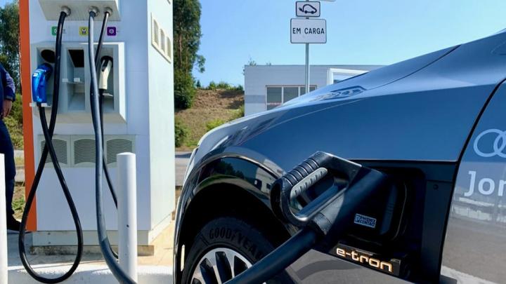 Imagem ponto de carga carro elétrico