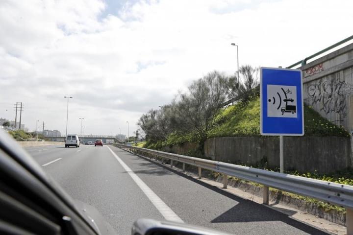 Radares de velocidade já detetam quem trava e depois acelera