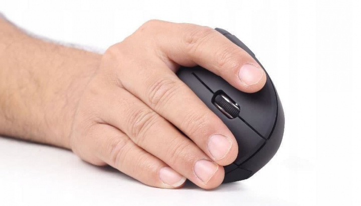 Image of ergonomics using this wireless mouse
