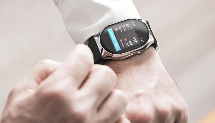 Imagem relógio inteligente que mede a tensão arterial