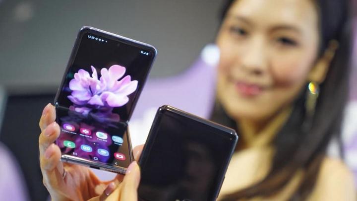 Imagem Galaxy Z Flip da Samsung com produção parada por causa do coronavírus