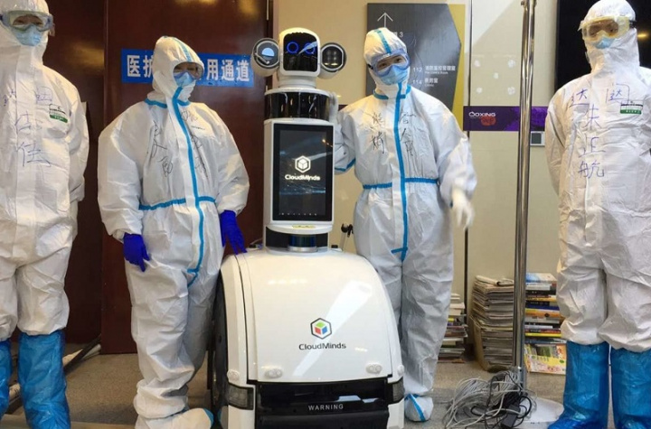 Robots no Hospital de Wuhan a testar COVID-19
