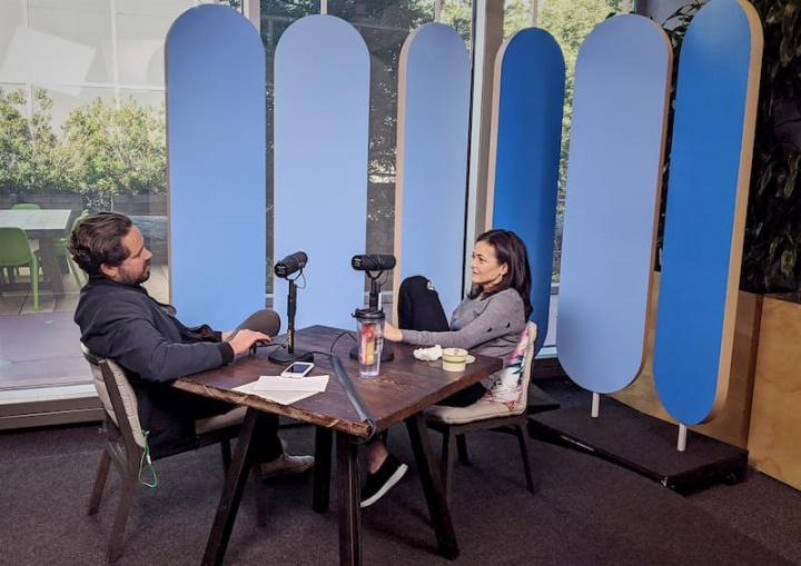Entrevista de Dylan Byres da NBC a Sheryl Sandberg do Facebook