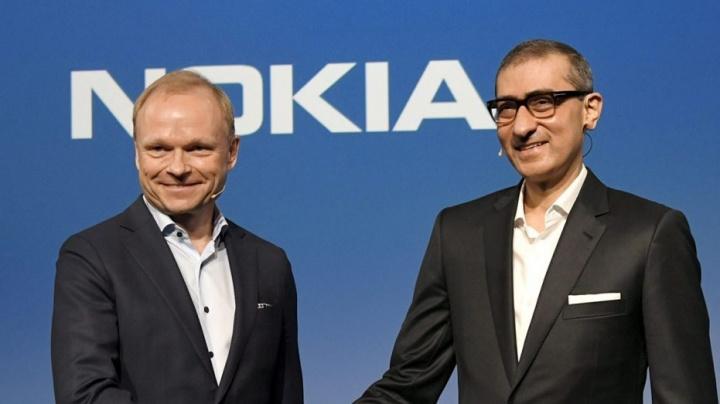 Pekka Lundmark, o próximo CEO da Nokia, à esquerda, ao lado do atual CEO, Rajeev Suri, à direita.
