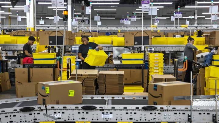 Imagem da logística nos armazéns Amazon