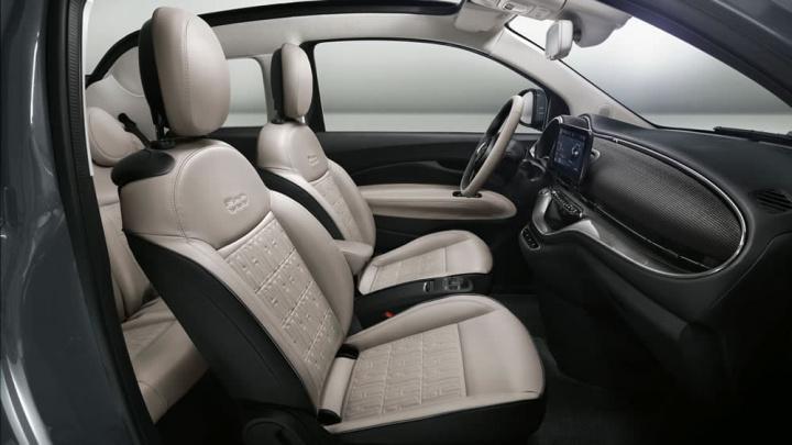 Imagem do interior do Fiat 500 Lá Prima. O carro elétrico da marca
