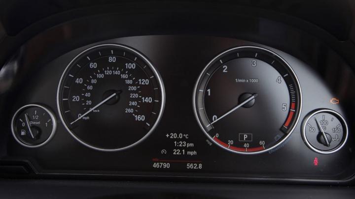"""Carro usado? Como saber se tem os quilómetros """"martelados"""""""