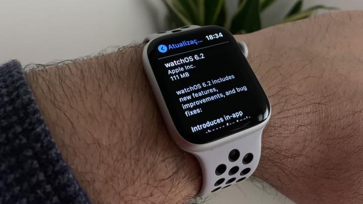 Imagem Apple Watch com watchOS 6.2