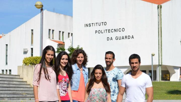 Ensino Superior: Se for para estas regiões pode ter bolsa de 1700 euros