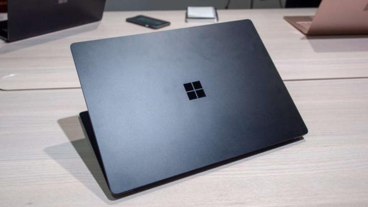 Surface AMD Intel Microsoft processador