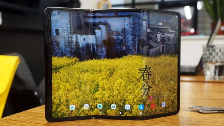 TCL ecrãs dobráveis smartphones revolucionar