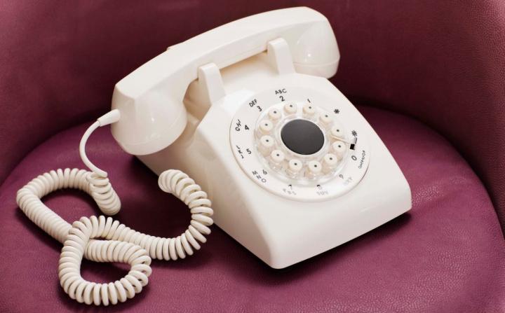 Ainda usa o telefone fixo? Chamadas caem 15% (722 milhões de minutos)