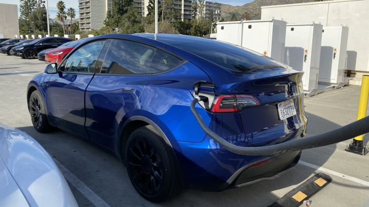 Tesla Model Y brings a bomb ... that nobody counted on!