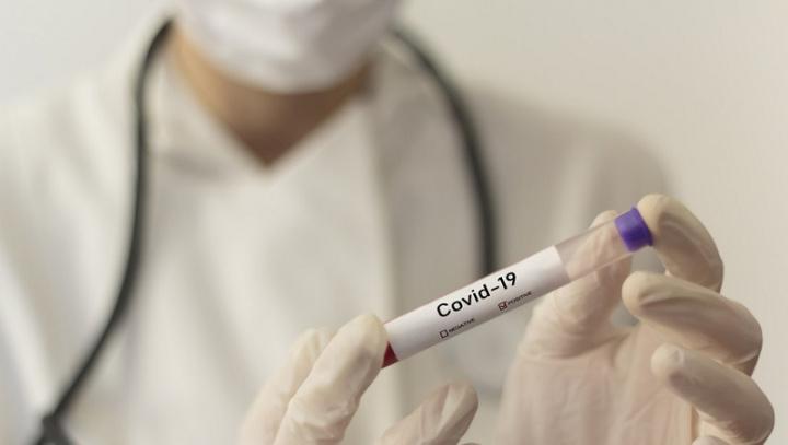 """3º dose da vacina da Pfizer """"pode ser considerada"""" para maiores de 18 anos"""