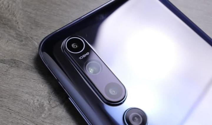 Imagem Xiaomi Mi 10 Pro no espaço