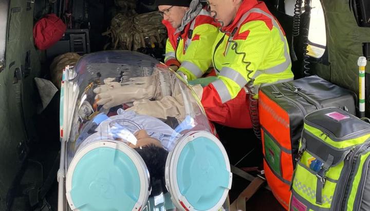 Imagem cápsula para transformar um avião numa ambulância que transportas doentes COVID-19