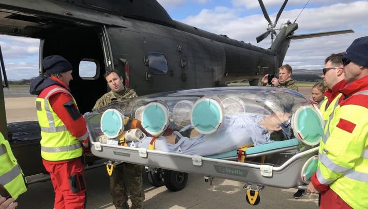 Imagem cápsula para transformar um avião numa ambulância