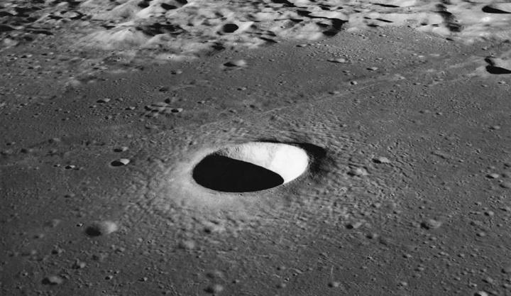 Imagem cratera na Lua que poderá servir de exemplo para um telescópio