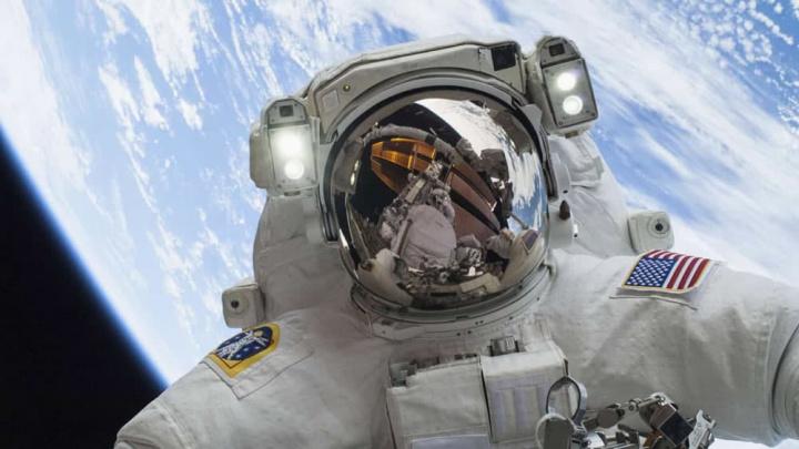 Imagem astronauta da NASA na Estação Espacial Internacional no Espaço