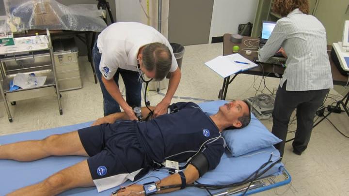 Imagem exames físicos aos astronautas da NASA