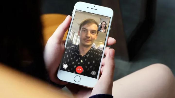 Imagem, iphone 8 Plus com FaceTime em progresso