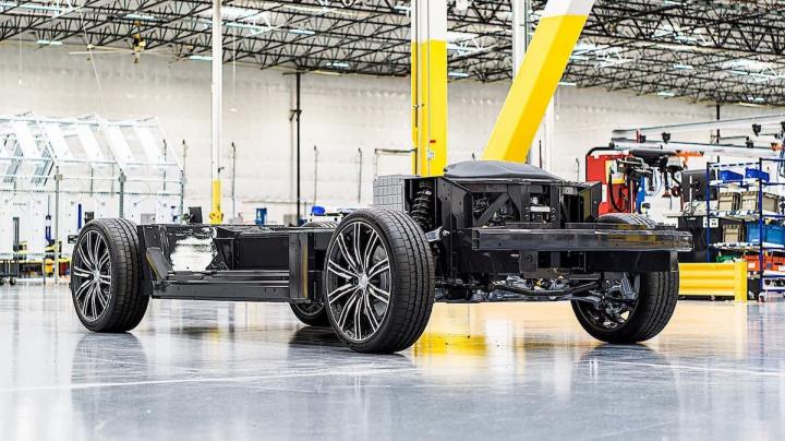 Imagem da plataforma E-Flex da Karma para carrinha elétrica