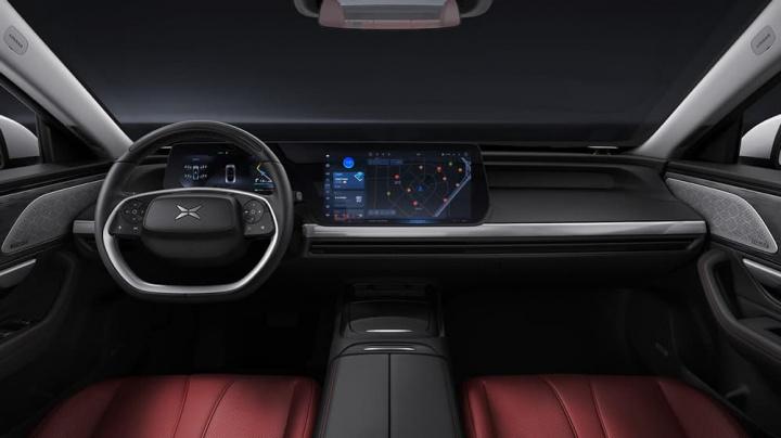 Imagem interior do Xpeng P7, o concorrente da Tesla