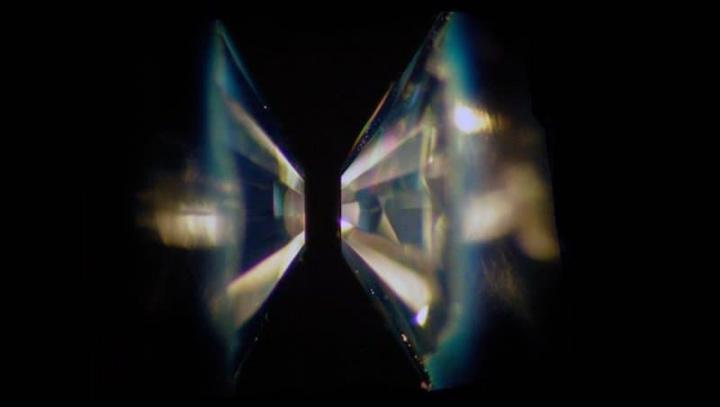 Ilustração dos testes com diamantes para conhecer melhor os Planetas oceânicos