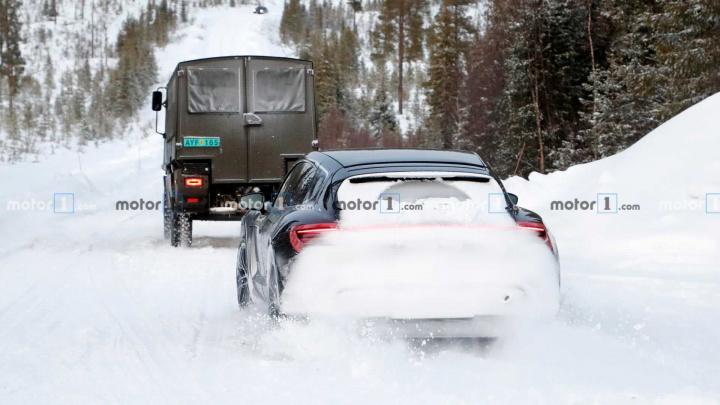 Imagem Porsche Taycan Cross Turismo