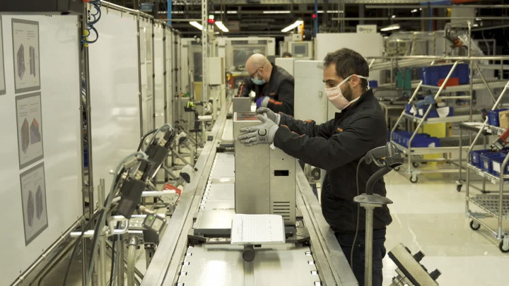 Imagem linha SEAT a fabricar ventiladores na SEAT