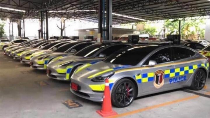 Imagem carros elétricos Tesla Model 3 da polícia da Tailândia