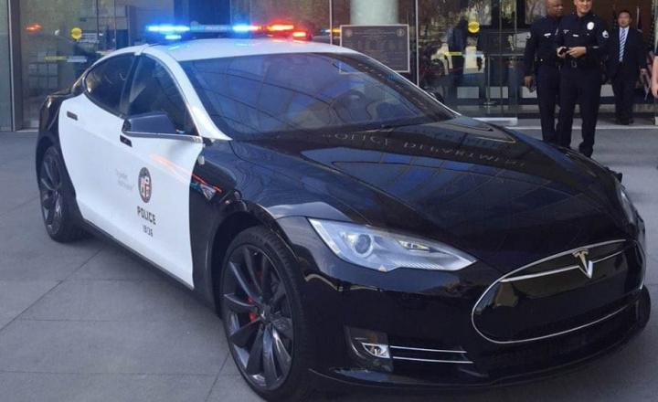 Imagem Tesla Model S da polícia de Los Angeles