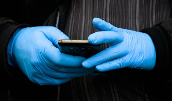 COVID-19: Alemanha vai monitorizar cidadãos com app que guarda dados no telemóvel