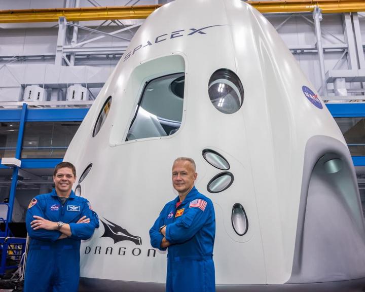 Imagem Crew Dragon Demo-2 da NASA