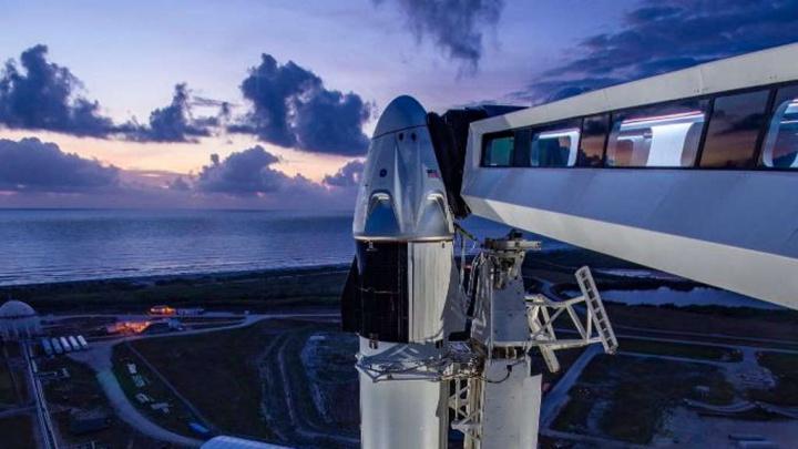 Imagem da Crew Dragon, da SpaceX, pronta a partir para o espaço