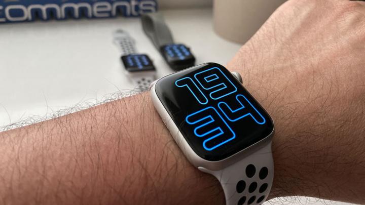 Imagem Apple Watch que anuncia as horas pela voz do Siri em qualquer mostrador
