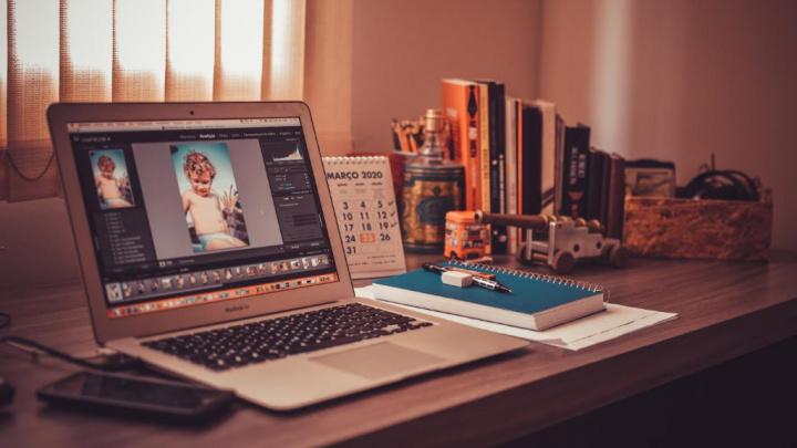 Saiba como ganhar dinheiro em casa a gravar e a editar vídeos