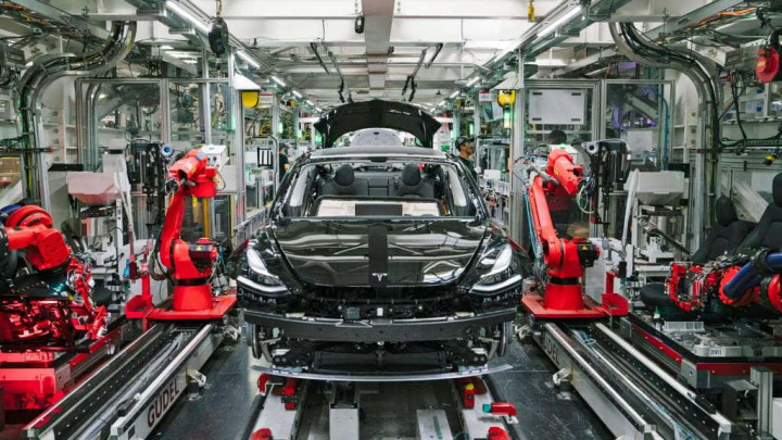 Elon Musk Tesla fábrica Freemont COVID-19