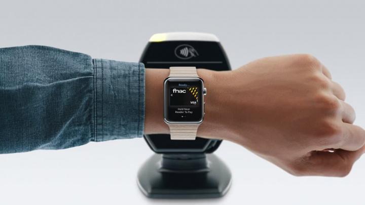 Imagem pagamento na FNAC com Apple Watch e Apple Pay