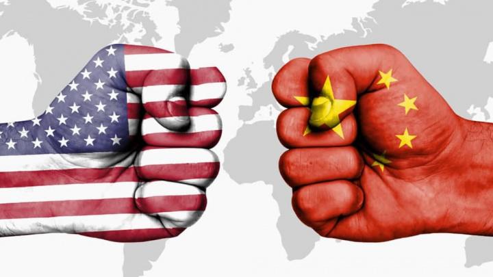 Imagem ilustração guerra comercial EUA versus Huawei