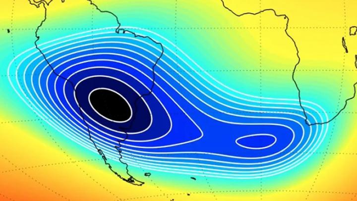 Imagem da misteriosa anomalia que enfraquece o campo magnético da Terra