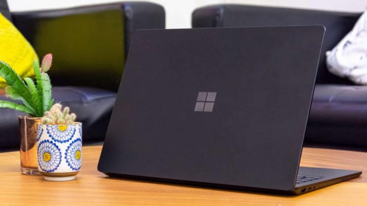 Microsoft Surface Laptop ecrã quebra