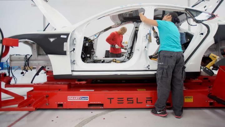 Tesla funcionários Elon Musk subsídio desemprego