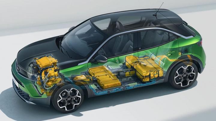 Imagem da disponibilização das baterias e motor do elétrico Mokka-e